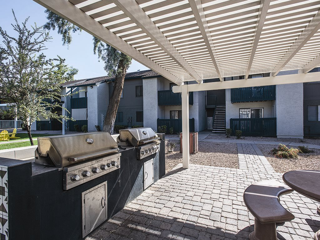 Covered BBQ area at Cala Paradise Valley Apartments in Phoenix