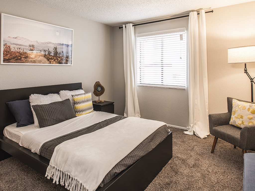 Bedroom at Cala Paradise Valley Apartments in Phoenix