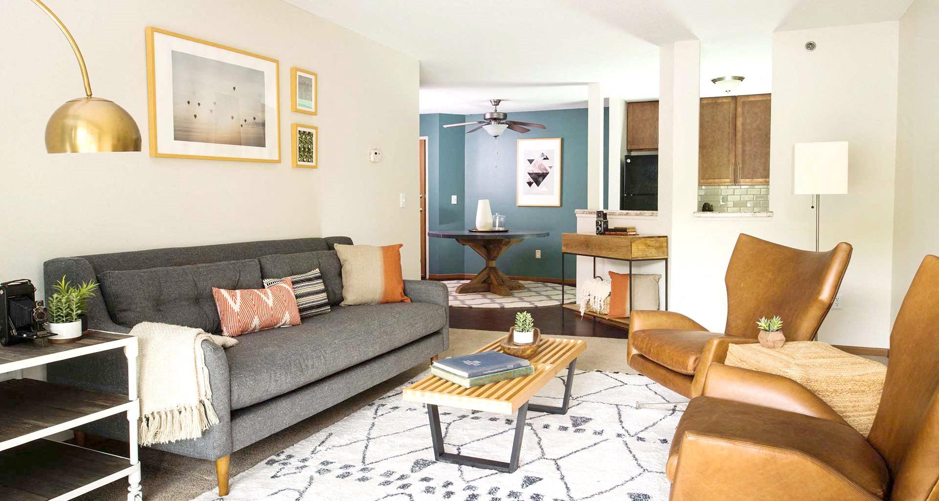 Minnetonka Hills - Apartment Living Room