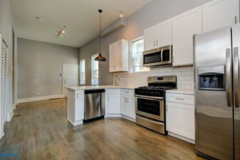 1901 W. 21st Place 2-3 Beds Apartment for Rent Photo Gallery 1