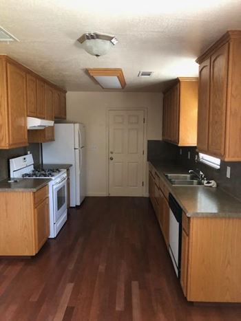 814 E. CAMRON ST. 3 Beds House for Rent Photo Gallery 1