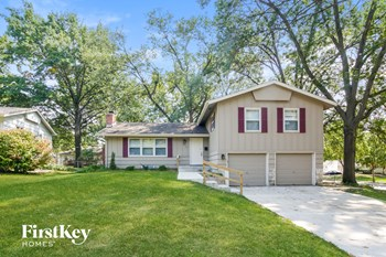 8913 W 89Th St 4 Beds House for Rent Photo Gallery 1