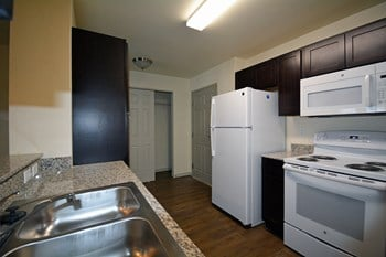 4034 Elizabeth Warren Ave 1 Bed Apartment for Rent Photo Gallery 1