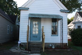 1928 East Oak Street 2 Beds House for Rent Photo Gallery 1