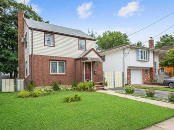 186 Holly Avenue 2 Beds House for Rent Photo Gallery 1