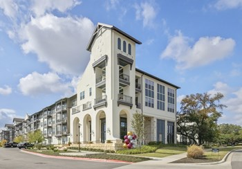 13500 Lyndhurst Dr 1-3 Beds Apartment for Rent Photo Gallery 1
