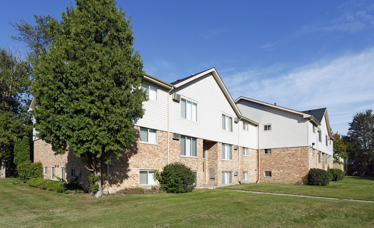 Beautiful Surroundings, at Dearborn View Apartments, Inkster, 48141