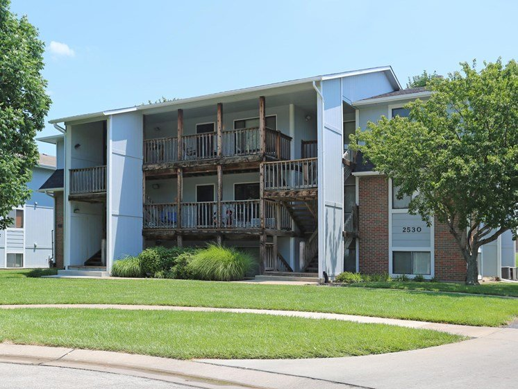Apartments in Topeka, KS building