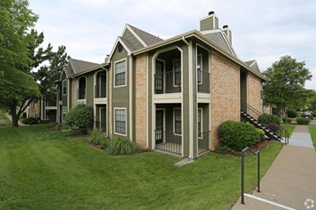 2745 SW Villa West Dr 1 Bed Apartment for Rent Photo Gallery 1