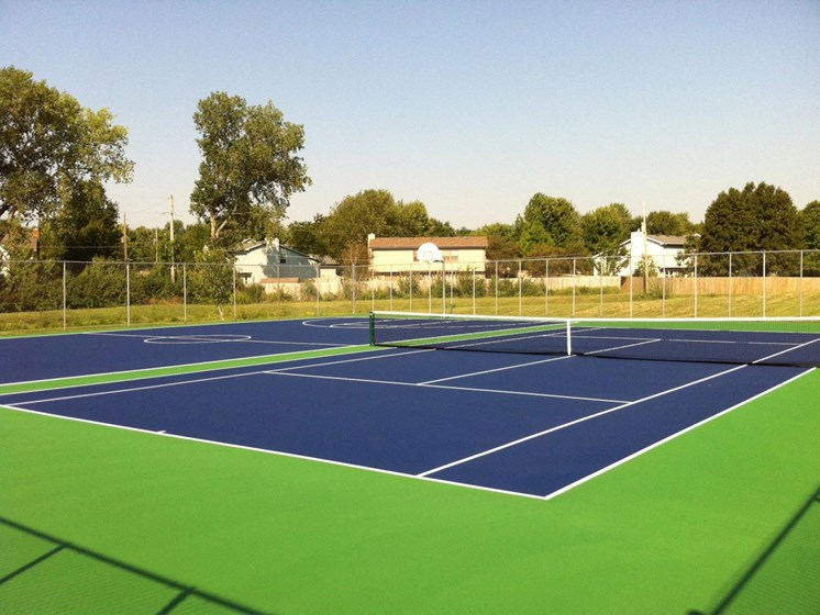 Apartments in Topeka, KS tennis courts