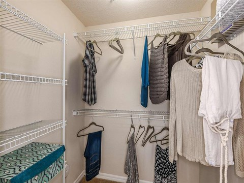 Fountain Villas Walk-in Closet