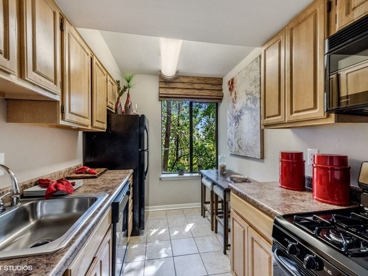 Fully Equipped Kitchens with Breakfast Nook at Brookland Ridge Apartments, Washington