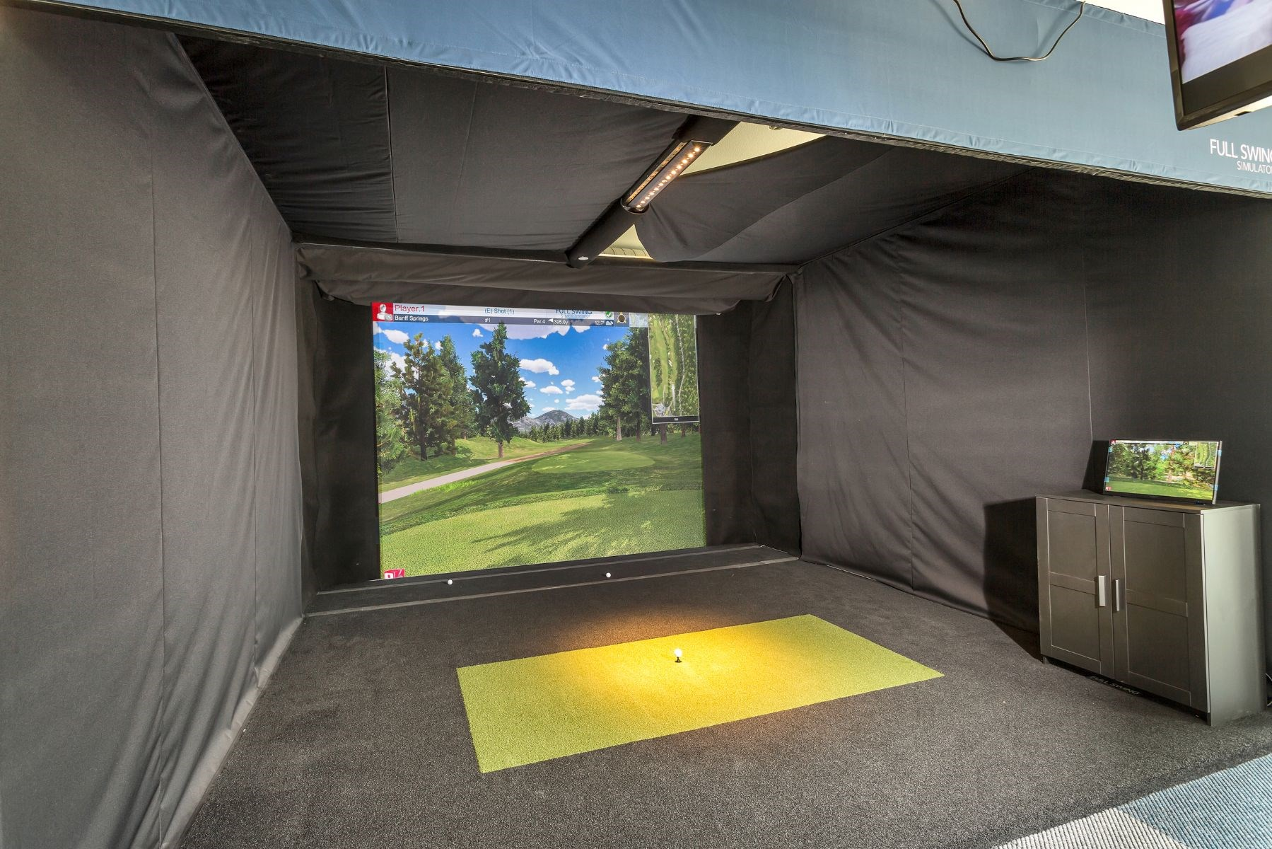 Westwood Green Apartments Golf Simulator with large screen