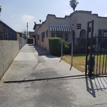 6544 South Victoria Avenue 2-3 Beds Apartment for Rent Photo Gallery 1