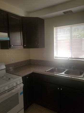 1068 Temple Avenue 2 Beds Apartment for Rent Photo Gallery 1