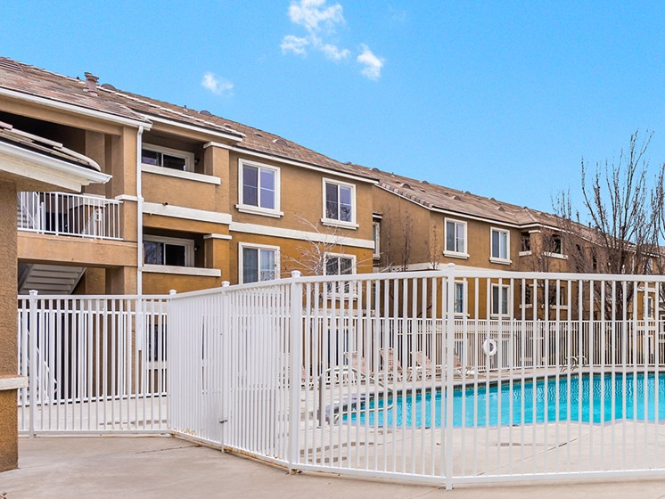 outdoor pool and apartment buildings_Zephyr Pointe, Reno, NV