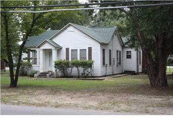 253 Hickory Ave. 3 Beds House for Rent Photo Gallery 1