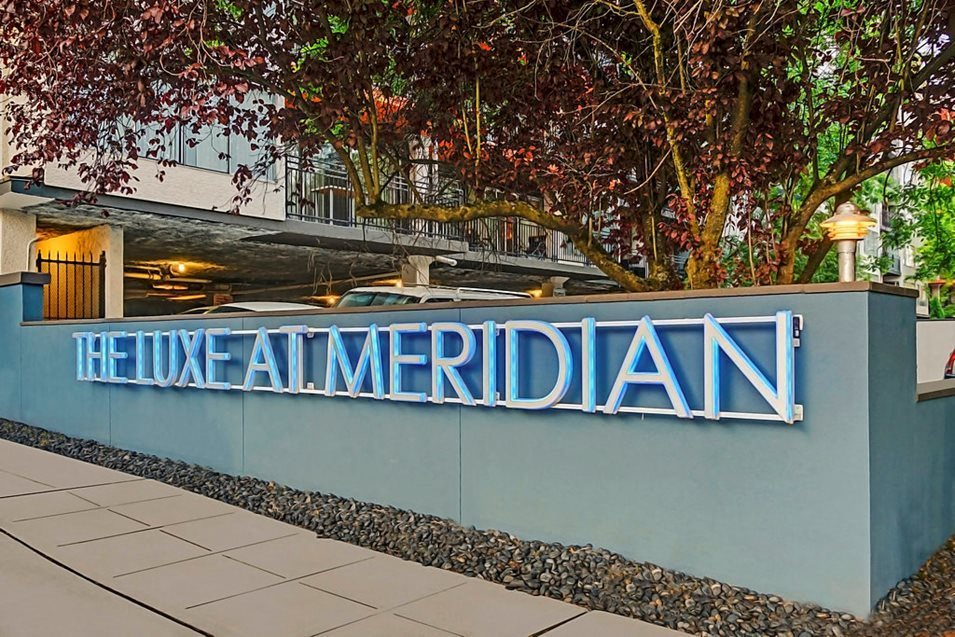 The Luxe at Meridian Apartments Exterior Monument Sign