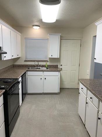 2506 N Houston Dr. 4 Beds House for Rent Photo Gallery 1