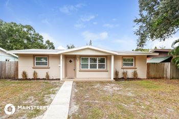 241 43rd Ave NE 4 Beds House for Rent Photo Gallery 1
