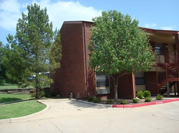 1912 SW D AVE APT H 2 Beds Apartment for Rent Photo Gallery 1