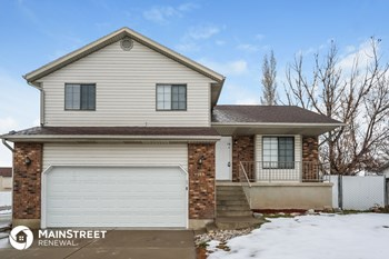 4068 W 5700 S 4 Beds House for Rent Photo Gallery 1