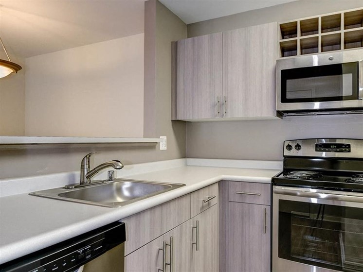 Apartments in Alexandria-Henley At Kingstowne Kitchen with Matching Appliances