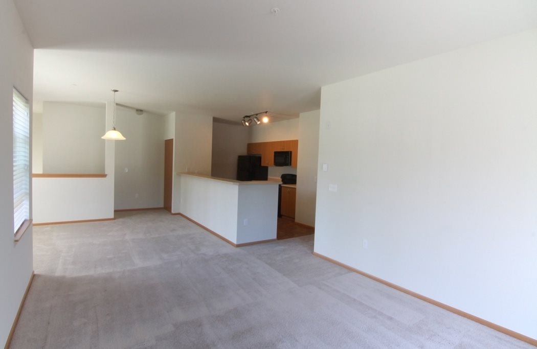 Inviting open floor plan, four lakes 2 bedroom apartments