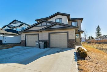 AAR525 3 Beds House for Rent Photo Gallery 1