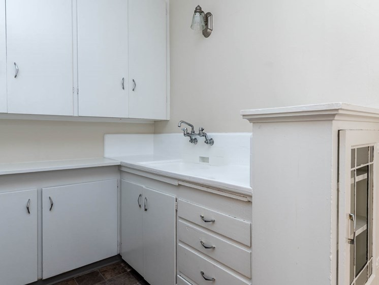 Palladian Apartments | White Kitchen Cabinetry
