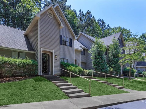 Courtyard With Green Space at Edwards Mill Townhomes & Apartments, Raleigh, NC