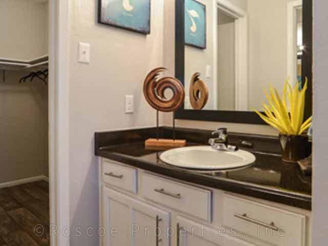 Cielo Apartments San Antonio Bathroom