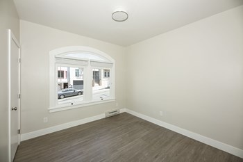 1675 Clay Street Studio-2 Beds Apartment for Rent Photo Gallery 1