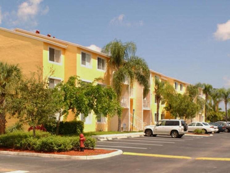 apartment building exterior_Prospect Park Apartments Ft. Lauderdale, FL