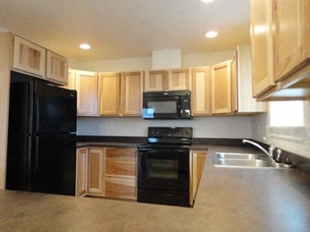 307 8th Avenue Northwest 4 Beds Apartment for Rent Photo Gallery 1
