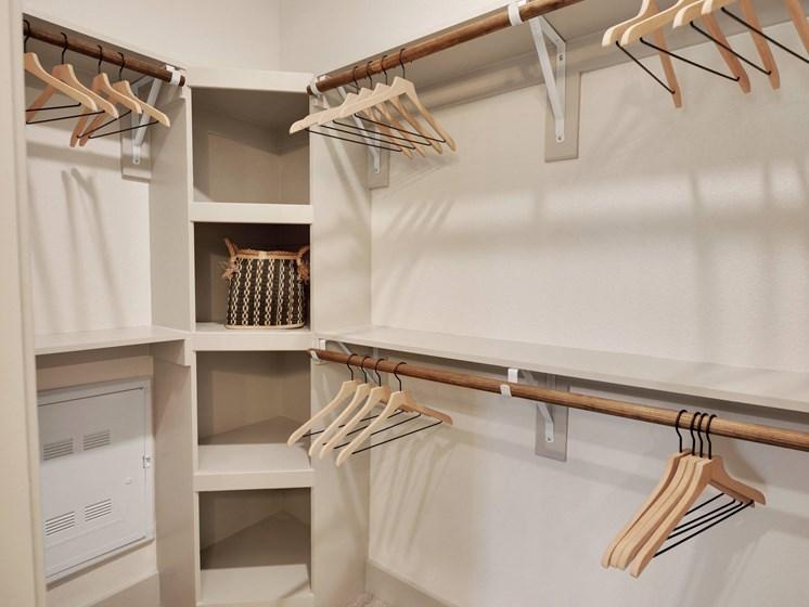 altair-tech-ridge-luxury-apartments-closet