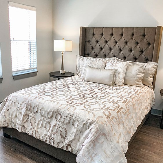 Beautiful Bright Bedroom With Wide Windows at The Ivy at Berlin Place, South Bend, 46601