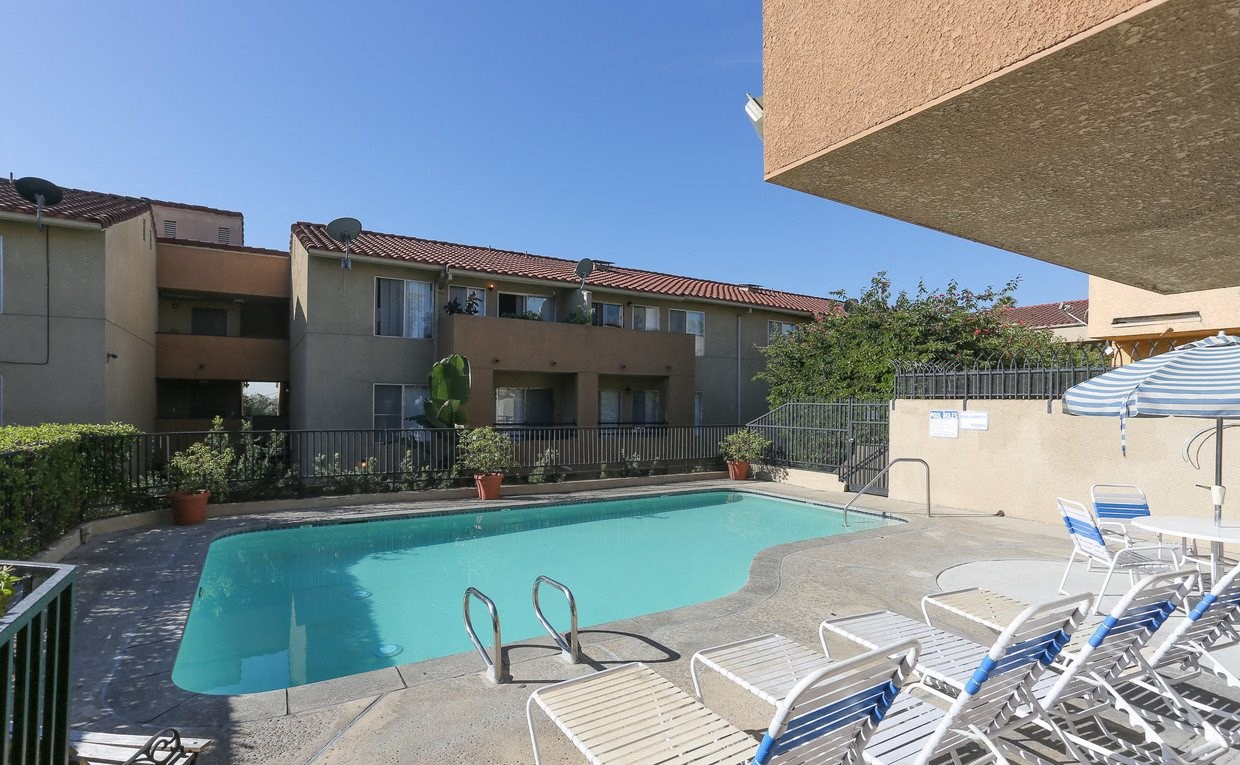 Mariposa Gardens Apartments Pool Area and Lounge Chairs