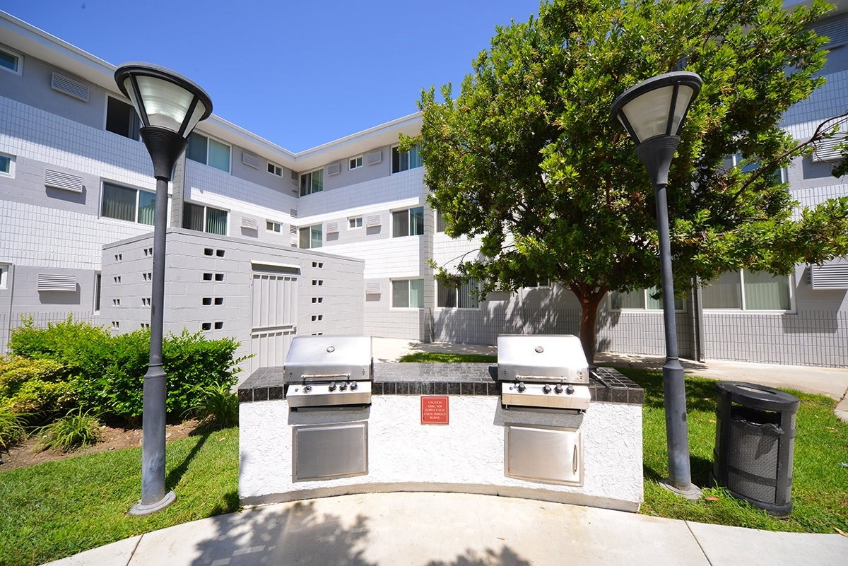 Meridian Pointe Apartments BBQ Grills