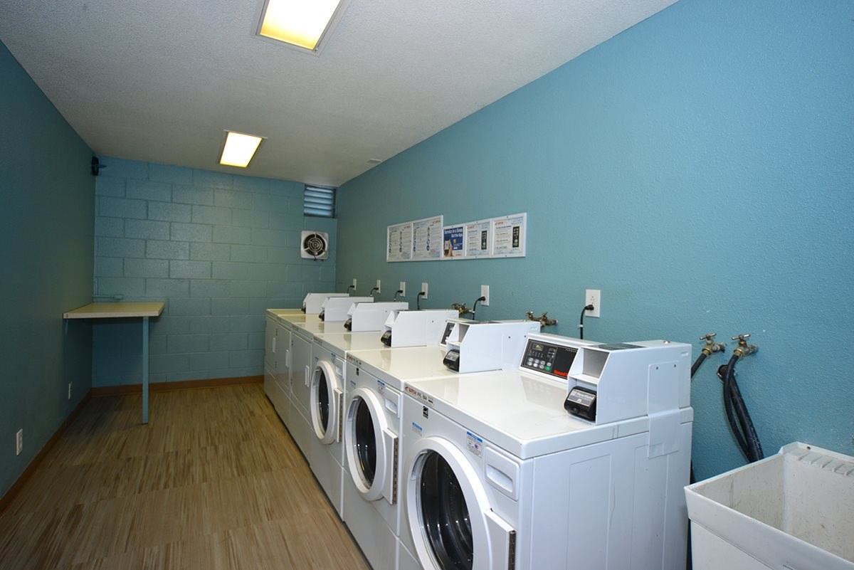 Meridian Pointe Apartments Laundry Room