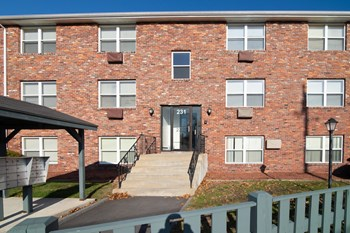 231 Pine Street 1-2 Beds Apartment for Rent Photo Gallery 1