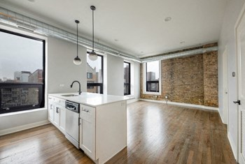 1523 W. Chicago Ave. 1-2 Beds Apartment for Rent Photo Gallery 1