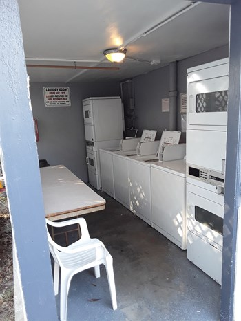 5015 Seminole Blvd Studio Apartment for Rent Photo Gallery 1