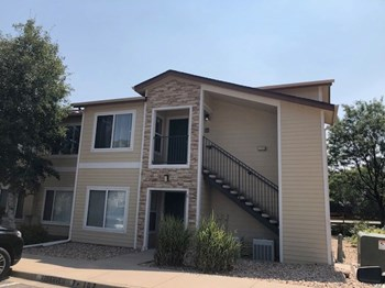Unit 7-202 2 Beds House for Rent Photo Gallery 1