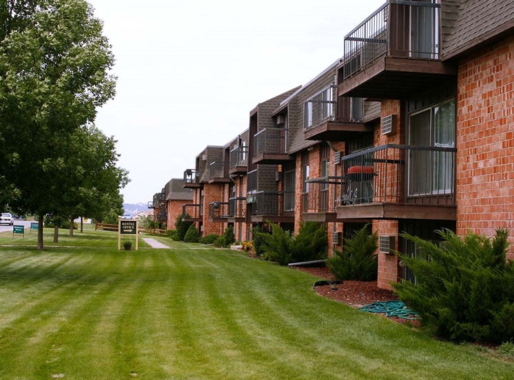 Country Bluff Apartments - Exterior