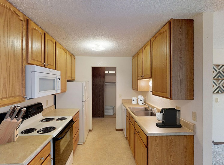 Country Bluff Apartments - Kitchen