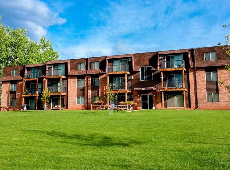Candlewood Apartments - Exterior