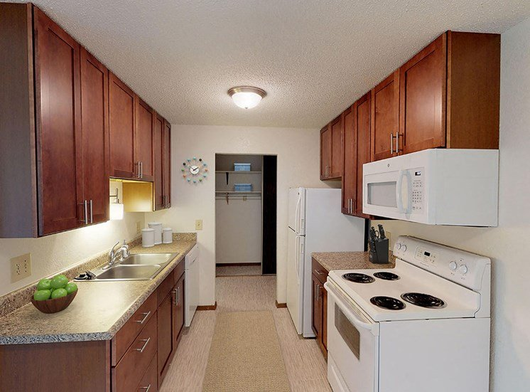 Candlewood Apartments - Kitchen