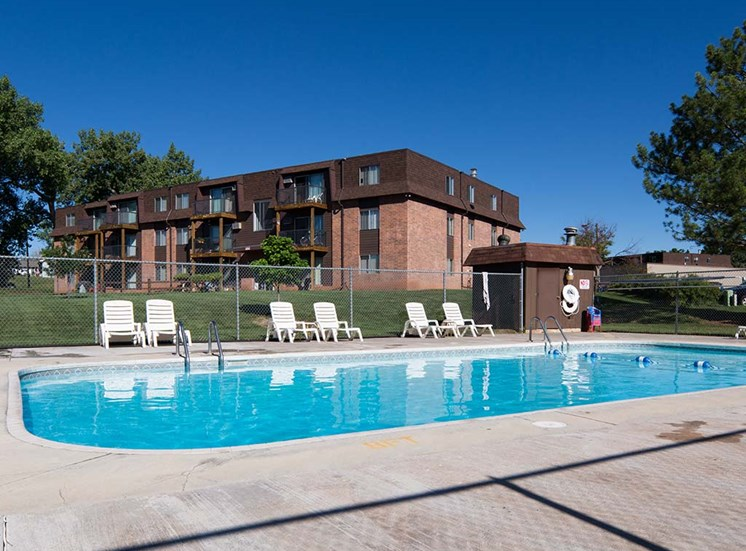 Candlewood Apartments - Outdoor Pool