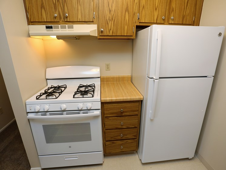 Fitted Kitchen at Willowood Apartments, Ohio, 44095